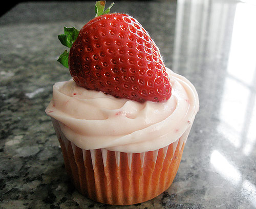 Strawberry Cupcakes With Cream Cheese Frosting Strawberry-cupcake-2