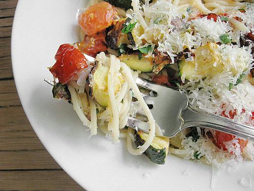 roasted-zucchini-and-tomato-pasta-1