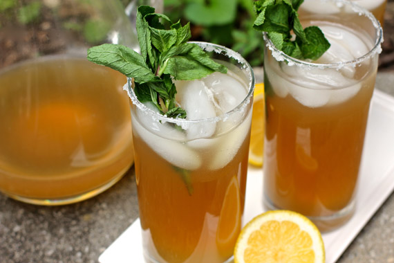 This sun has me craving some iced green tea with honey, ginger and mint.